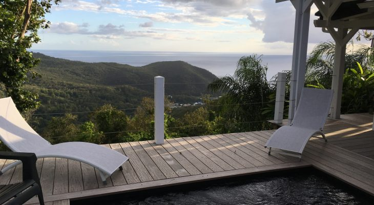 Location gite avec piscine privée et vue sur mer en Guadeloupe