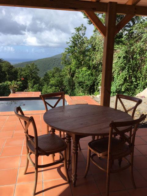 Location de gite avec piscine et terasse en Guadeloupe
